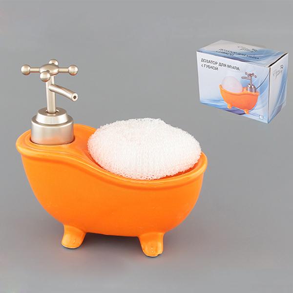 Диспенсер Elan Gallery Ванна, с губкой, цвет: оранжевый, 300 мл880010Диспенсер Elan Gallery Ванна изготовлен из высококачественной глазурованной керамики. Изделие имеет необычную оригинальную форму в виде ванны. Диспенсер снабжен дозатором, выполненным из пластика под хром. Дозатором очень удобно и просто пользоваться: просто нажмите на него и выдавите необходимое количество средства. Диспенсер подходит для жидкого мыла, моющего средства для мытья посуды, различных лосьонов. В комплекте поставляется губка для мытья посуды. Такой диспенсер стильно дополнит интерьер кухни или ванной комнаты и станет замечательным приобретением для любой хозяйки. Позволяет экономно расходовать мыло. Размер губки: 8 см х 8 см х 3 см. Размер диспенсера: 15 см х 7 см х 15 см.