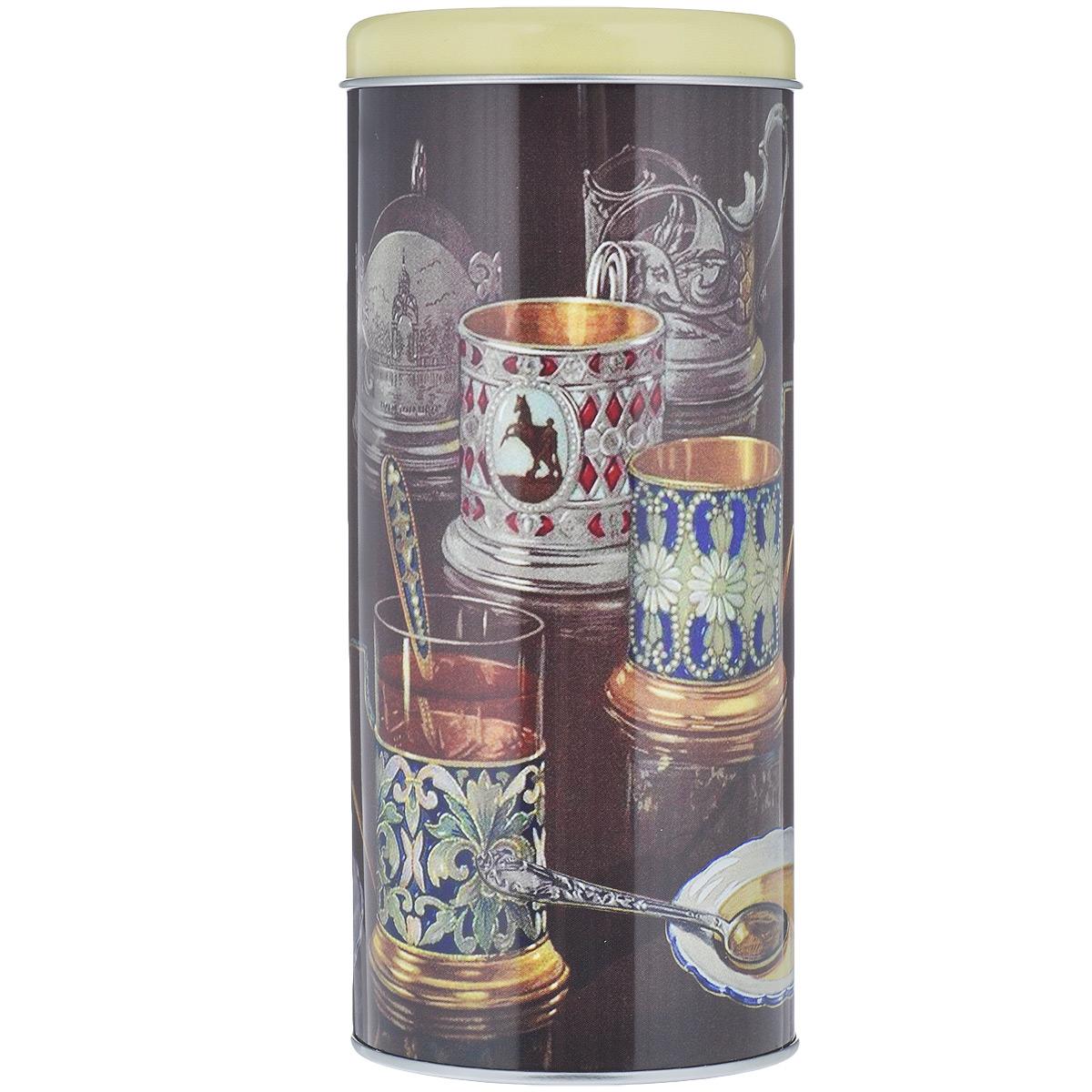 Банка для сыпучих продуктов Феникс-Презент Подстаканники, 750 мл37624Банка для сыпучих продуктов Феникс-Презент Подстаканники изготовлена из металла и оснащена крышкой. Корпус банки оформлен рисунком с изображением стаканов в подстаканниках. Изделие идеально подойдет для хранения чая, кофе, сахара или других сыпучих продуктов. Банка сохраняет продукты свежими и ароматными на длительное время. Функциональная и вместительная, такая банка станет незаменимым аксессуаром и стильно оформит интерьер кухни.