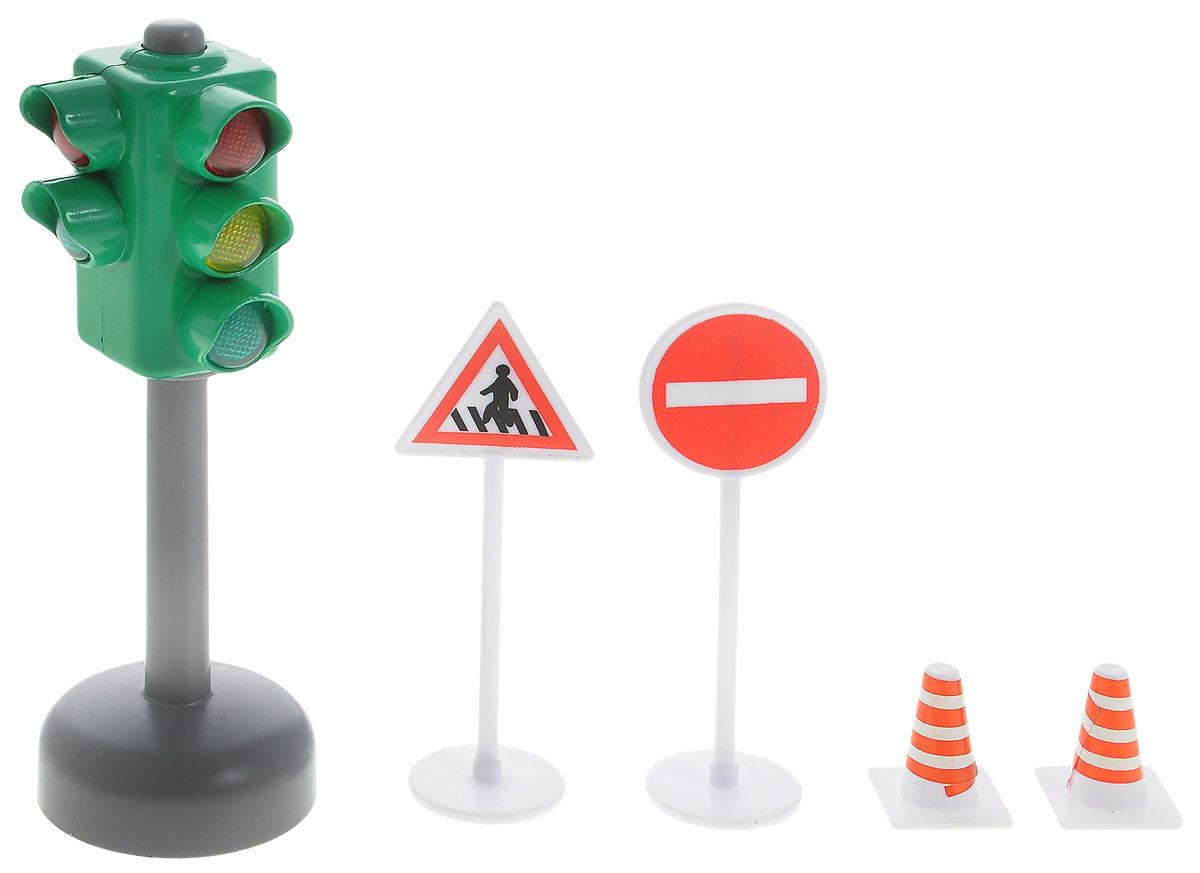 ТехноПарк Игровой набор СветофорSB-13-12_зеленый светофорИгровой набор Технопарк Светофор приятно порадует каждого ребенка. Набор состоит из светофора и 4-х дорожных знаков. При нажатии на кнопку в верхней части светофора зажигается тот или иной свет и звучит пояснение правил дорожного движения, именно для этого света. Такой набор дополнит и разнообразит игру с любой машинкой или фигуркой человека. Ваш ребенок с радостью будет играть с этим удивительным набором, придумывая различные захватывающие сюжеты. Порадуйте своего малыша такой интересной игрушкой! Рекомендуется докупить 3 батарейки напряжением 1,5V типа LR41 (товар комплектуется демонстрационными).