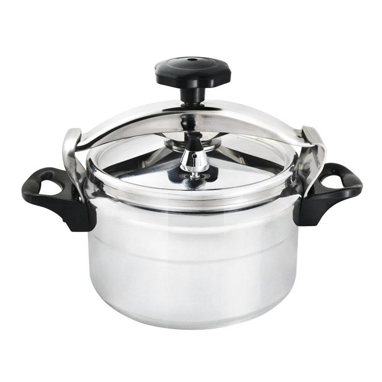 Скороварка Mayer & Boch, 5 л. 49914991Скороварка Mayer & Boch - прекрасный выбор для приготовления здоровой, ароматной и полезной пищи. Изделие имеет толстый алюминиевый корпус с внешней зеркальной полировкой. Это материал, зарекомендовавший себя как идеально подходящий для изготовления кухонной посуды. Материал изделия обеспечивает устойчивость к механическим повреждениям, практичность и долговечность. Благодаря высокой теплопроводности алюминия, еда нагревается быстро, и материал хорошо сохраняет тепло. Скороварка безопасна и надежна в использовании, позволяет готовить с небольшим количеством воды и жарить с небольшим количеством жира, при готовке минимизируется потеря витаминов, минералов и аромата. Пища готовится здоровой, вкусной и полезной, поэтому скороварка особенно подходит для диетического меню. Скороварка готовит при высоких температурах. Плотно прилегающая крышка и дополнительное уплотнительное кольцо предотвращают выход пара. Благодаря этому давление возрастает, позволяя температуре внутри...