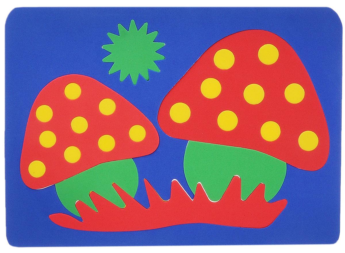 Август Мягкая мозаика Грибы цвет основы синий27-2003_синийМягкая мозаика Грибы выполнена из мягкого полимера, который дает юному конструктору новые удивительные возможности в игре. Мозаика представляет собой основу, в которой из двадцати четырех элементов собираются яркие грибы-мухоморы. Детали мозаики гнутся, но не ломаются, их всегда можно состыковать. Ребенок сможет собрать грибы и в ванной, благодаря тому, что элементы мозаики можно намочить и они отлично будут прилипать к стенке. Такая мозаика способствует развитию моторики пальцев и рук ребенка, развивает координацию движений, внимание, память, фантазию, а также помогает научиться воспринимать детали, как часть целого.