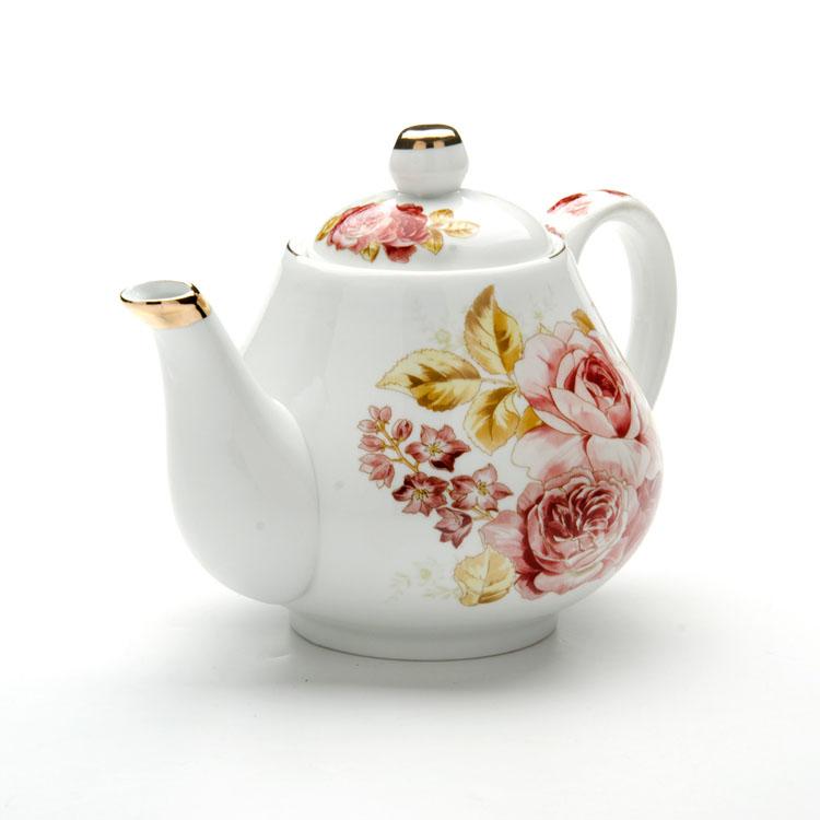 Чайник заварочный Loraine Розы, 1 л24560Заварочный чайник Loraine Розы изготовлен из высококачественной керамики. Внешние стенки оформлены красочным изображением роз и золотистым орнаментом. Гладкая и идеально ровная поверхность обеспечивает легкую очистку. Чайник поможет заварить крепкий ароматный чай и изысканно украсит стол к чаепитию. Не использовать в микроволновой печи и посудомоечной машине. Изделие упаковано в подарочную коробку с атласной подложкой. Диаметр чайника (по верхнему краю): 7,5 см. Высота чайника (без учета крышки): 10 см.
