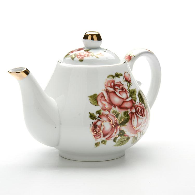Чайник заварочный Loraine Розы, 1 л24564Заварочный чайник Loraine Розы изготовлен из высококачественной керамики. Внешние стенки оформлены красочным изображением роз и золотистым орнаментом. Гладкая и идеально ровная поверхность обеспечивает легкую очистку. Чайник поможет заварить крепкий ароматный чай и изысканно украсит стол к чаепитию. Не использовать в микроволновой печи и посудомоечной машине. Изделие упаковано в подарочную коробку с атласной подложкой. Диаметр чайника (по верхнему краю): 8 см. Высота чайника (без учета крышки): 11 см.