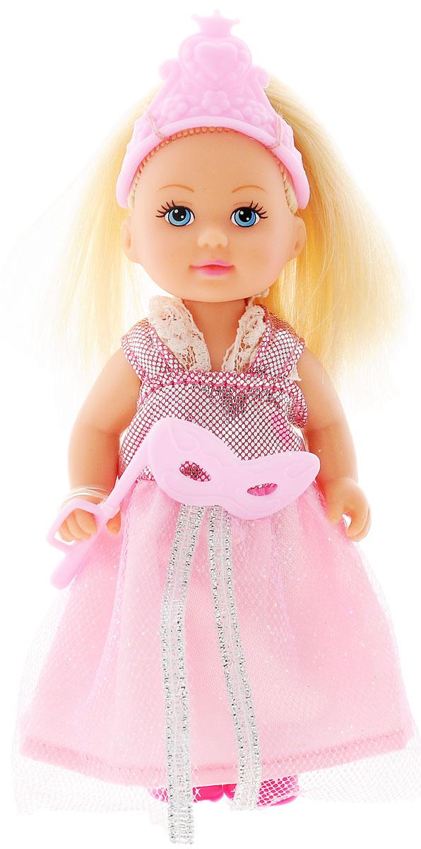 Simba Мини-кукла Еви Принцесса цвет розовый5733460_розовый/верх блестящийМини-кукла Simba Еви-принцесса порадует любую девочку и позволит ей окунуться в сказочный мир волшебства. Малышка Еви одета в длинное платье принцессы, украшенное блестками, а на голове у нее - изящная тиара. Вашей дочурке непременно понравится заплетать длинные белокурые волосы куклы, придумывая разнообразные прически. В комплект также входит маскарадная маска для куклы. Руки, ноги и голова куклы подвижны, благодаря чему ей можно придавать разнообразные позы. Игры с куклой способствуют эмоциональному развитию, помогают формировать воображение и художественный вкус, а также разовьют в вашей малышке чувство ответственности и заботы. Великолепное качество исполнения делают эту куколку чудесным подарком к любому празднику.