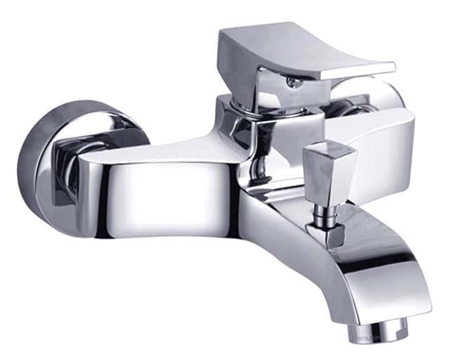 Смеситель для ванны/душа Gro Welle Grapefruit. GPF721GPF721Смеситель для ванны и душа Gro Welle Grapefruit сочетает в себе отличные эксплуатационные характеристики и оригинальный дизайн. Керамический картридж Sedal 35 мм (Испания) - надежный рабочий элемент, выдерживающий давление более 3,5 Атм. Рассчитан на беспрерывную работу в 150 000 циклов - это примерно 30 лет эксплуатации. Аэратор Neoperl Cascade (США) изготовлен из высококачественного пластика, благодаря чему на нем не образуется налет. Водная струя насыщается воздухом, становится ровной и без брызг. Тело смесителя отлито из высококачественной, безопасной для здоровья пищевой латуни. Хромоникелевое покрытие Crystallight придает изделию яркий металлический блеск и эстетичный внешний вид. Имеет водоотталкивающие свойства, благодаря которым защищает тело смесителя. Устойчив к кислотным и щелочным чистящим средствам. Включение душа происходит вытяжением кнопки, если давление воды падает ниже 0,3 бар, кнопка самостоятельно возвращается в первоначальное положение,...