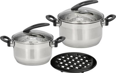 Набор кухонной посуды Calve, с подставкой, цвет: серебристый, 5 предметовCL-1808Набор Calve состоит из 2 кастрюль с крышками и бакелитовой подставки. Изделия изготовлены из высококачественной нержавеющей стали. Комбинированная зеркальная и матовая полировка придает посуде безупречный внешний вид. Благодаря уникальной конструкции дна, тепло, проходя через металл, равномерно распределяется по стенкам посуды. Для приготовления пищи в такой посуде требуется минимальное количество масла, тем самым уменьшается риск потери витаминов и минералов в процессе термообработки продуктов. Крышки выполнены из жаростойкого прозрачного стекла, оснащены ручкой, металлическим ободом и отверстием для выпуска пара. Такие крышки позволяют следить за процессом приготовления пищи без потери тепла. Они плотно прилегают к краю и сохраняют аромат блюд. Бакелитовая подставка позволит без опасения поставить кастрюлю на любую поверхность. Подходит для всех типов плит, включая индукционные. Можно мыть в посудомоечной машине. Объем кастрюль: 2,7 л; 3,6...