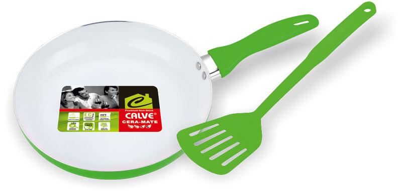 Сковорода Calve, с керамическим покрытием, с лопаткой, цвет: зеленый. Диаметр 24 смCL-1919_зеленыйСковорода Calve выполнена из высококачественного алюминия с керамическим покрытием, благодаря чему пища не пригорает и не прилипает во время готовки. А также изделие имеет внешнее элегантное жаростойкое покрытие. Сковорода оснащена удобной бакелитовой ручкой с отверстием для подвешивания. В набор входит удобная нейлоновая лопатка. Подходит для всех типов плит, кроме индукционных. Можно мыть в посудомоечной машине. Диаметр сковороды (по верхнему краю): 24 см. Высота стенки: 4,5 см. Длина ручки: 17 см. Диаметр основания: 15,5 см. Толщина стенок: 2 мм. Толщина дна: 4 мм. Длина лопатки: 31 см. Размер рабочей поверхности: 10 х 8,5 см.