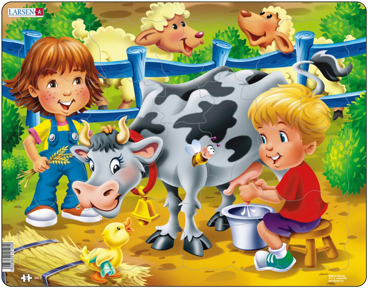 Larsen Пазл Дети на ферме КороваBM5Пазл Larsen Дети на ферме. Корова станет отличным развлечением для вашего ребенка. Пазл расскажет малышу об увлекательной жизни на ферме. На картинке изображены дети и корова, а также множество дополнительных деталей и персонажей, которые делают сборку пазла еще более увлекательным занятием. По готовому изображению можно составить развернутый рассказ с упоминанием представленных героев. Выполненные из высококачественного трехслойного картона, пазлы Larsen не деформируются. Все пазлы снабжены специальной подложкой, благодаря чему их удобно собирать. Игра с пазлами благоприятно влияет на развитие ребенка. Веселая игра сопровождается манипуляциями с мелкими предметами, сопоставлением и сложением деталей, в результате чего развивается сенсорное восприятие и мелкая моторика. Порадуйте своего малыша таким замечательным подарком!