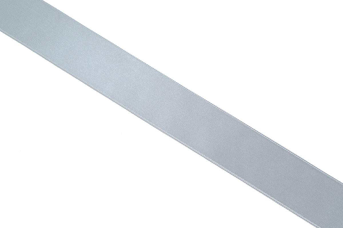 Лента атласная Prym, цвет: серый, ширина 25 мм, длина 25 м695804_2Атласная лента Prym изготовлена из 100% полиэстера. Область применения атласной ленты весьма широка. Изделие предназначено для оформления цветочных букетов, подарочных коробок, пакетов. Кроме того, она с успехом применяется для художественного оформления витрин, праздничного оформления помещений, изготовления искусственных цветов. Ее также можно использовать для творчества в различных техниках, таких как скрапбукинг, оформление аппликаций, для украшения фотоальбомов, подарков, конвертов, фоторамок, открыток и многого другого. Ширина ленты: 25 мм. Длина ленты: 25 м.