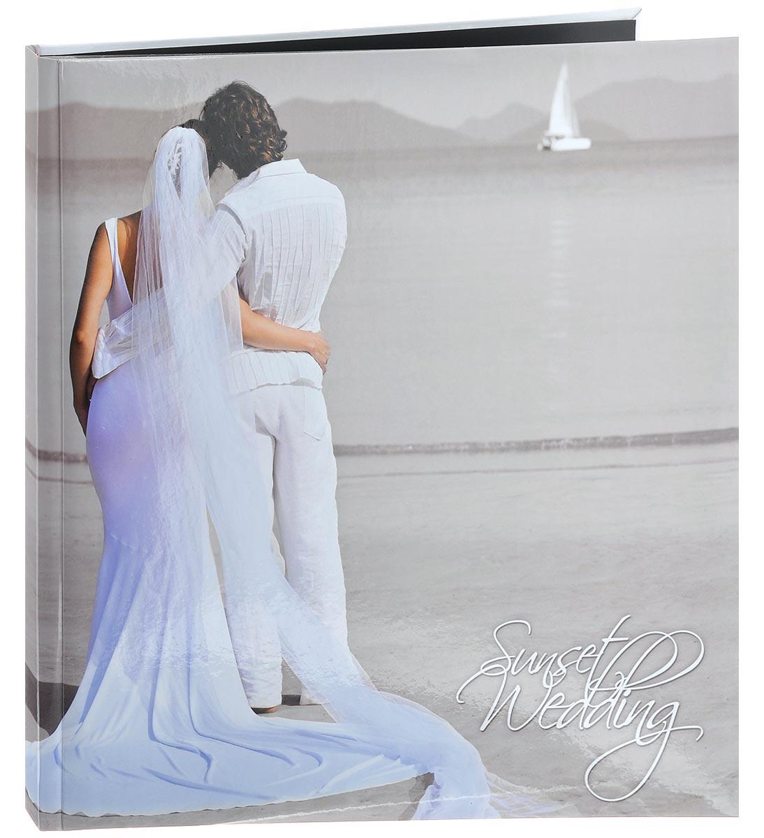 Фотоальбом Pioneer Sunset Wedding. Жених и невеста, 10 магнитных листов, 32 х 32 см21159 LM-SA10BB/C_жених и невестаФотоальбом Pioneer Sunset Wedding. Жених и невеста, изготовленный из картона с клеевым покрытием и пленки ПВХ, сохранит моменты ваших счастливых мгновений на своих страницах! Обложка альбома оформлена изображением молодоженов. Альбом с магнитными листами удобен тем, что он позволяет размещать фотографии разных размеров. Магнитные страницы обладают следующими преимуществами: - Не нужно прикладывать усилий для закрепления фотографий, - Не нужно заботиться о размерах фотографий, так как вы можете вставить в альбом фотографии разных размеров, - Защита фотографий от постоянных прикосновений зрителей с помощью пленки ПВХ. Нам всегда так приятно вспоминать о самых счастливых моментах жизни, запечатленных на фотографиях. Поэтому фотоальбом является универсальным подарком к любому празднику. Вашим родным, близким и просто знакомым будет приятно помещать фотографии в этот альбом. Количество листов: 10...