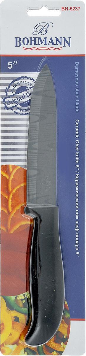 Нож Bohmann, керамический, длина лезвия 12,5 см. 5237BH5237BHНож Bohmann изготовлен из высококачественной керамики черного цвета с дамасским узором. Такой нож отлично подходит для нарезки мяса, измельчения овощей, фруктов. Керамическая поверхность значительно улучшает гигиенические свойства ножа и уменьшает процесс окисления, помогая сохранить полезные свойства продукта. Он очень легкий и абсолютно не ржавеет. Эргономичная рукоятка ножа выполнена из пластика черного цвета. Керамический нож Bohmann предоставит вам все необходимые возможности в успешном приготовлении пищи. Не резать на стеклянных и металлических поверхностях. Желательно использовать пластиковые и деревянные разделочные доски.Не рубить кости и замороженные продукты. Можно мыть в посудомоечной машине. Общая длина ножа: 24,5 см.