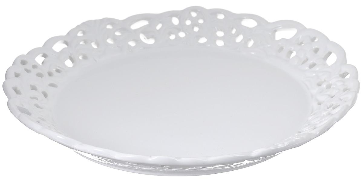 Блюдо Loraine Ажур, цвет: белый, диаметр 23 см23812Блюдо Loraine Ажур, изготовленное из высококачественного доломита, украшено оригинальным узором. Стильная форма и интересное исполнение идеально впишутся в любой стиль, а универсальный белый цвет подойдет к любому интерьеру.