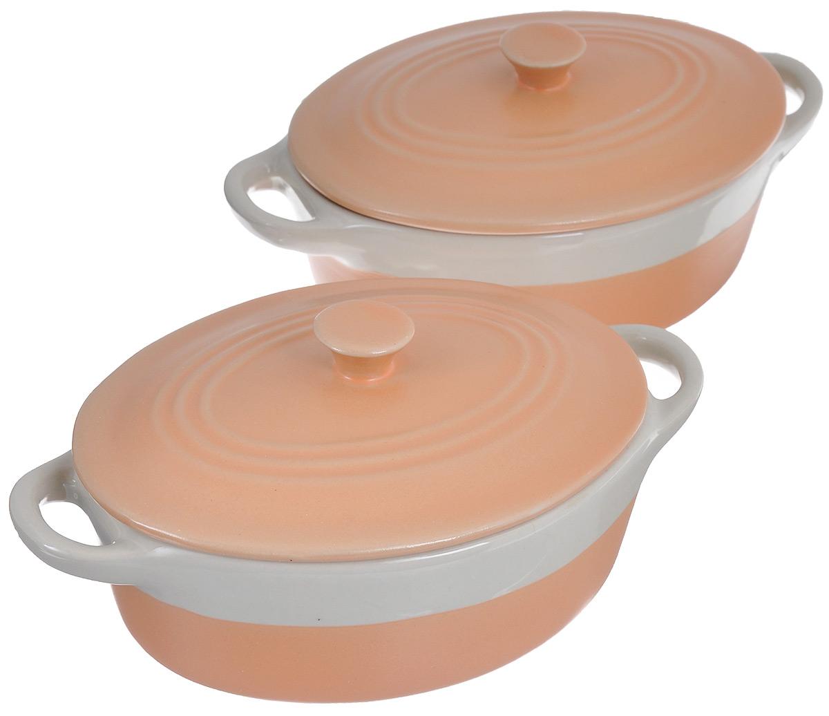Набор жаровен Mayer & Boch с крышками, цвет: оранжевый, бежевый, 300 мл, 2 шт24493Жаровня Mayer & Boch изготовлена из керамики. Материал устойчив к образованию пятен, не пропускает запах. Изделие оснащено крышкой и двумя удобными ручками по бокам. Пища, приготовленная в керамической посуде, сохраняет свои вкусовые качества, а благодаря экологической чистоте материала, не может нанести вред здоровью человека. Керамика - один из самых лучших материалов, который удерживает тепло, медленно и равномерно его распределяет. В комплекте 2 жаровни. Подходит для использования в микроволновой печи и духовом шкафу. Можно мыть в посудомоечной машине. Размер жаровни по верхнему краю (с учетом ручек): 17 см х 10,5 см. Высота жаровни без учета крышки: 5 см.