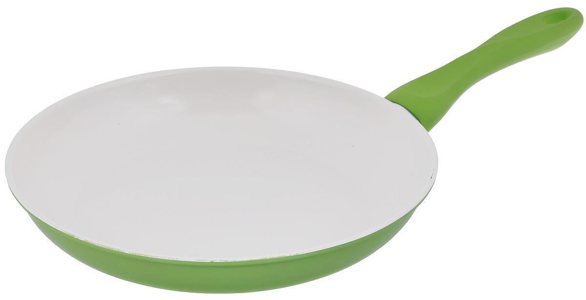 Сковорода Mayer & Boch, с керамическим покрытием, цвет: зеленый. Диаметр 28 см22230Сковорода Mayer & Boch изготовлена из углеродистой стали с высококачественным керамическим покрытием. Покрытие не содержит вредных веществ, что способствует здоровому и экологичному приготовлению пищи. Керамическое покрытие обладает высокой прочностью, устойчиво к высокотемпературным режимам. Благодаря высокой теплопроводности углеродистой стали и керамического покрытия сковорода распределяет тепло по всей поверхности, что делает приготовление пищи максимально качественным. Гладкая, идеально ровная поверхность сковороды легко чистится. Внешнее покрытие цветное, жаростойкое. Сковорода снабжена удобной эргономичной пластиковой ручкой с силиконовым покрытием. Сковорода подходит для использования на газовой и электрической плите, не подходит для индукционной. Изделие можно мыть в посудомоечной машине. Диаметр сковороды (по верхнему краю): 28 см. Высота стенок: 4,5 см. Длина ручки: 18,5 см.