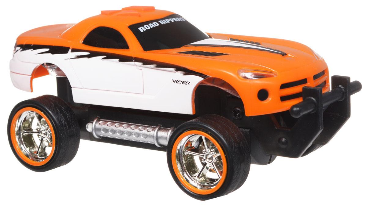 Toystate Машина Road Rippers Dodge33121TS_оранжевыйЯркая машинка Road Rippers со звуковыми эффектами, несомненно, понравится вашему ребенку и не позволит ему скучать. Игрушка выполнена в виде яркой гоночной машины. При нажатии на кнопки, расположенные на крыше, светятся фары, воспроизводятся звуки двигателя и включенной передачи заднего хода. Машинка обладает инерционным механизмом. Стоит откатить игрушку назад, слегка надавив на крышу, затем отпустить - и машинка стремительно поедет вперед. Ваш ребенок часами будет играть с машинкой, придумывая различные истории и устраивая соревнования. Порадуйте его таким замечательным подарком! Рекомендуется докупить 3 батарейки напряжением 1,5V типа AАА (товар комплектуется демонстрационными).