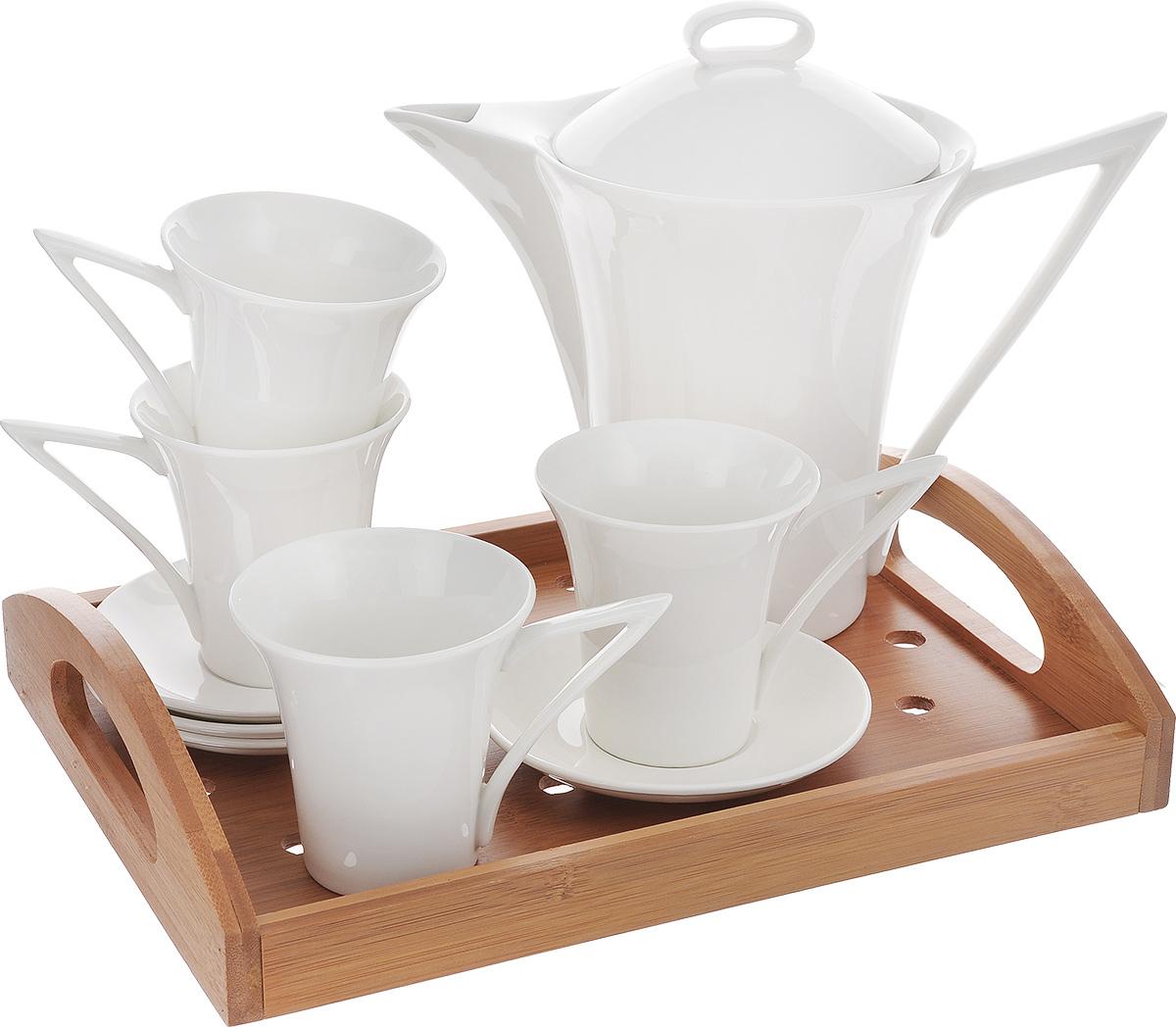 Набор чайный Augustin Welz, с подносом, 10 предметовAW-2254Набор для чая и кофе Augustin Welz состоит из заварочного чайника, 4 кружек и 4 блюдец. Заварочный чайник изготовлен из высококачественного фарфора, удобен в использовании для приготовления не только чая, но и кофе. Он быстро заваривает напиток, сохраняя его тонкий насыщенный аромат. Поднос из бамбука прямоугольной формы с легкостью уместит все предметы и поможет без труда перенести напитки. Функциональный и изящный набор стильного дизайна прекрасно украсит стол к чаепитию. Посуду можно использовать в микроволновой печи. Не рекомендуется мыть в посудомоечной машине. Размер подноса: 30 см х 22,5 см х 6,3 см. Диаметр блюдца: 12 см. Высота стенки блюдца: 1,7 см. Диаметр чашки (по верхнему краю): 8 см. Высота стенки чашки: 8,5 см. Объем чашки: 135 мл. Диаметр чайника (по верхнему краю): 11 см. Высота чайника (без учета крышки): 17,5 см. Объем чайника: 865 мл.