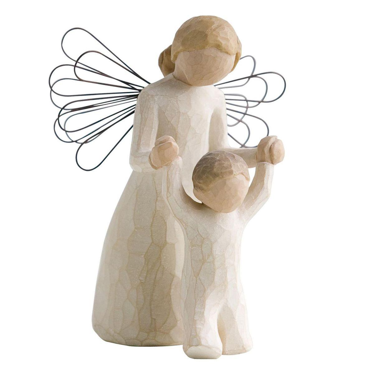 Фигурка Willow Tree Ангел-хранитель, 13 см26034Эти прекрасные статуэтки созданы канадским скульптором Сьюзан Лорди. Каждая фигурка – это настоящее произведение искусства, образная скульптура в миниатюре, изображающая эмоции и чувства, которые помогают нам чувствовать себя ближе к другим, верить в мечту, выражать любовь. Каждая фигурка помещена в красивую упаковку. Купить такой оригинальный подарок, значит не только украсить интерьер помещения или жилой комнаты, но выразить свое глубокое отношение к любимому человеку. Этот прекрасный сувенир будет лучшим подарком на день ангела, именины, день рождения, юбилей. Материал: Искусственный камень (49% карбонат кальция мелкозернистой разновидности, 51% искусственный камень)