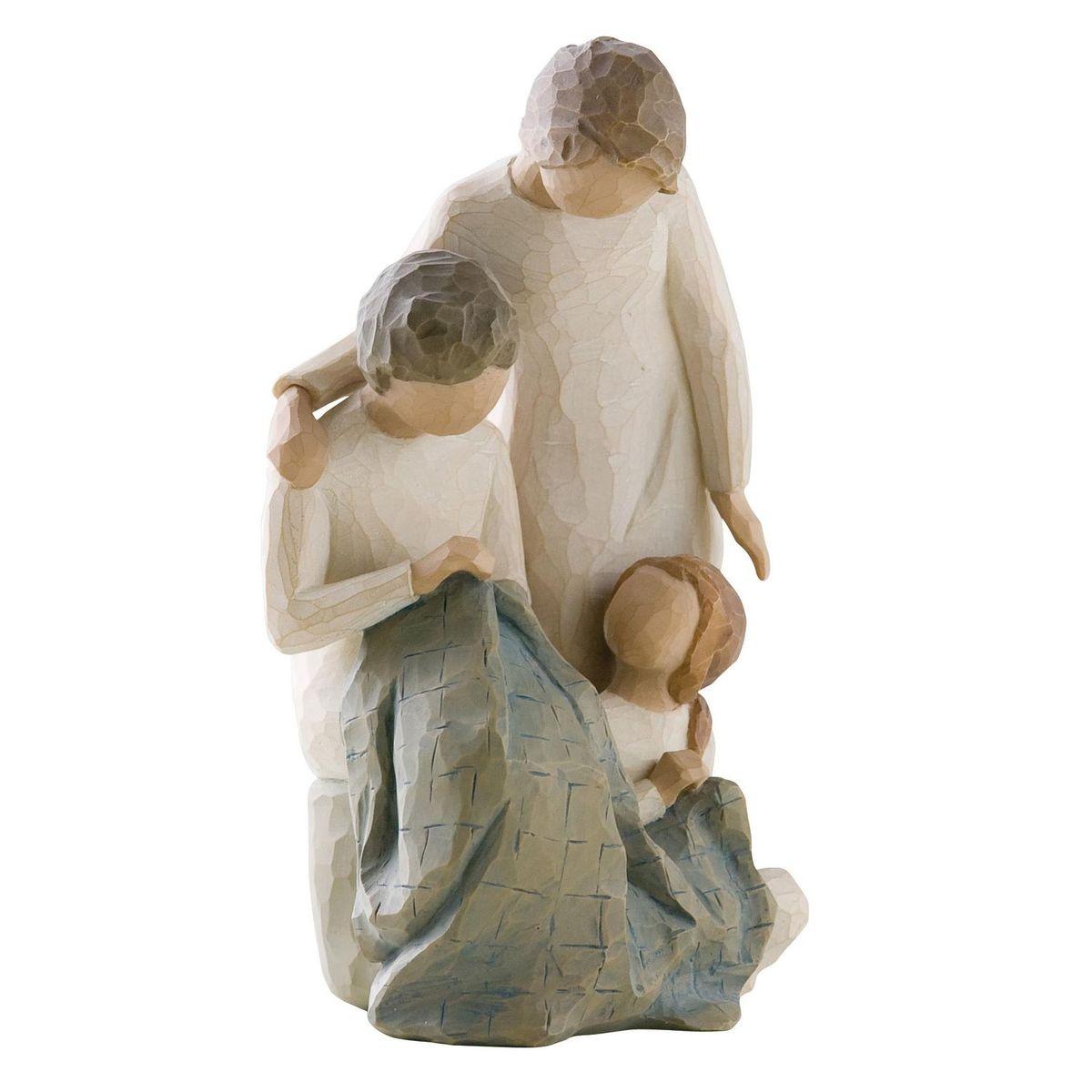 Фигурка Willow Tree Поколения, 18 см26167Эти прекрасные статуэтки созданы канадским скульптором Сьюзан Лорди. Каждая фигурка – это настоящее произведение искусства, образная скульптура в миниатюре, изображающая эмоции и чувства, которые помогают нам чувствовать себя ближе к другим, верить в мечту, выражать любовь. Каждая фигурка помещена в красивую упаковку. Купить такой оригинальный подарок, значит не только украсить интерьер помещения или жилой комнаты, но выразить свое глубокое отношение к любимому человеку. Этот прекрасный сувенир будет лучшим подарком на день ангела, именины, день рождения, юбилей. Материал: Искусственный камень (49% карбонат кальция мелкозернистой разновидности, 51% искусственный камень)