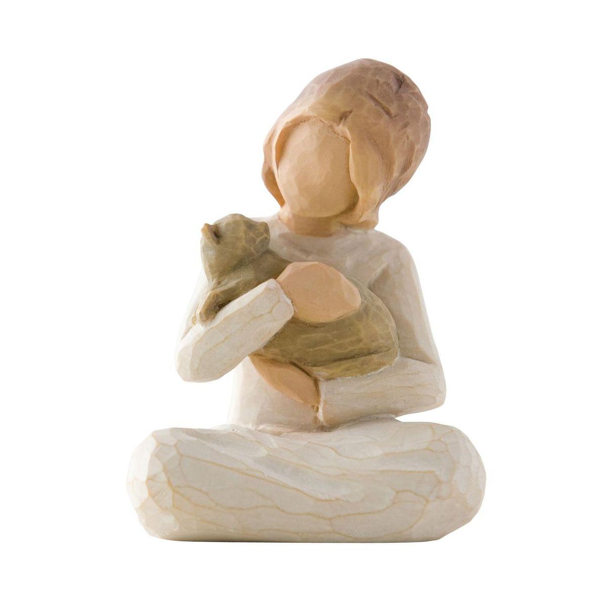 Фигурка Willow Tree Доброта, девочка, 7,5 см26218Эти прекрасные статуэтки созданы канадским скульптором Сьюзан Лорди. Каждая фигурка – это настоящее произведение искусства, образная скульптура в миниатюре, изображающая эмоции и чувства, которые помогают нам чувствовать себя ближе к другим, верить в мечту, выражать любовь. Каждая фигурка помещена в красивую упаковку. Купить такой оригинальный подарок, значит не только украсить интерьер помещения или жилой комнаты, но выразить свое глубокое отношение к любимому человеку. Этот прекрасный сувенир будет лучшим подарком на день ангела, именины, день рождения, юбилей. Материал: Искусственный камень (49% карбонат кальция мелкозернистой разновидности, 51% искусственный камень)