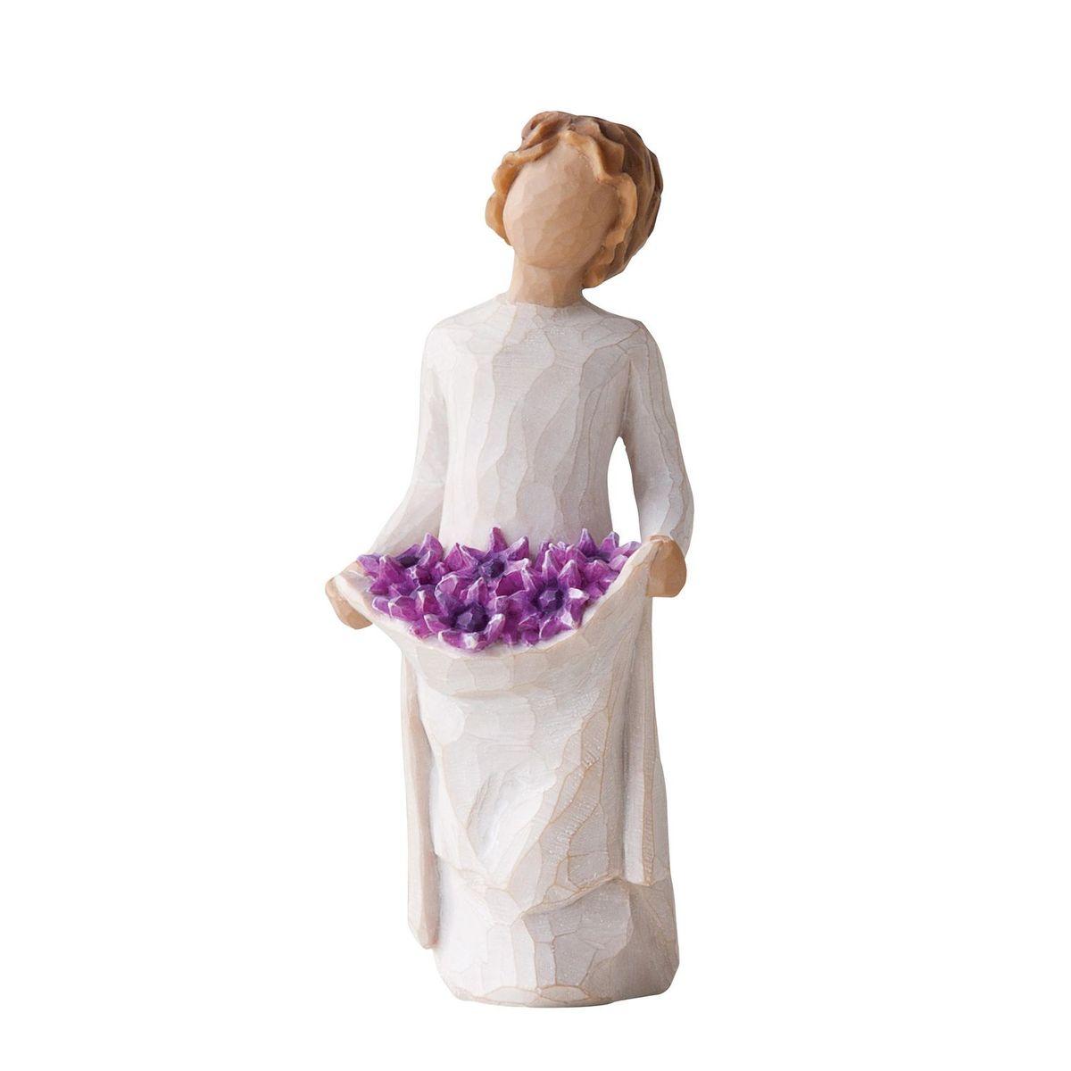 Фигурка Willow Tree Простые радости, 15 см27242Эти прекрасные статуэтки созданы канадским скульптором Сьюзан Лорди. Каждая фигурка – это настоящее произведение искусства, образная скульптура в миниатюре, изображающая эмоции и чувства, которые помогают нам чувствовать себя ближе к другим, верить в мечту, выражать любовь. Каждая фигурка помещена в красивую упаковку. Купить такой оригинальный подарок, значит не только украсить интерьер помещения или жилой комнаты, но выразить свое глубокое отношение к любимому человеку. Этот прекрасный сувенир будет лучшим подарком на день ангела, именины, день рождения, юбилей. Материал: Искусственный камень (49% карбонат кальция мелкозернистой разновидности, 51% искусственный камень)