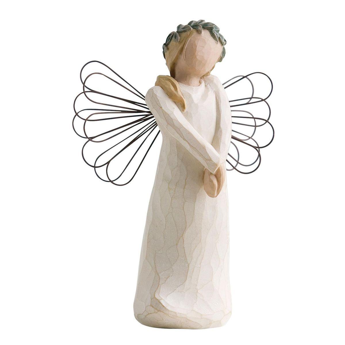 Фигурка Willow Tree Ангел праздника, 10,5 см26108Эти прекрасные статуэтки созданы канадским скульптором Сьюзан Лорди. Каждая фигурка – это настоящее произведение искусства, образная скульптура в миниатюре, изображающая эмоции и чувства, которые помогают нам чувствовать себя ближе к другим, верить в мечту, выражать любовь. Каждая фигурка помещена в красивую упаковку. Купить такой оригинальный подарок, значит не только украсить интерьер помещения или жилой комнаты, но выразить свое глубокое отношение к любимому человеку. Этот прекрасный сувенир будет лучшим подарком на день ангела, именины, день рождения, юбилей. Материал: Искусственный камень (49% карбонат кальция мелкозернистой разновидности, 51% искусственный камень)