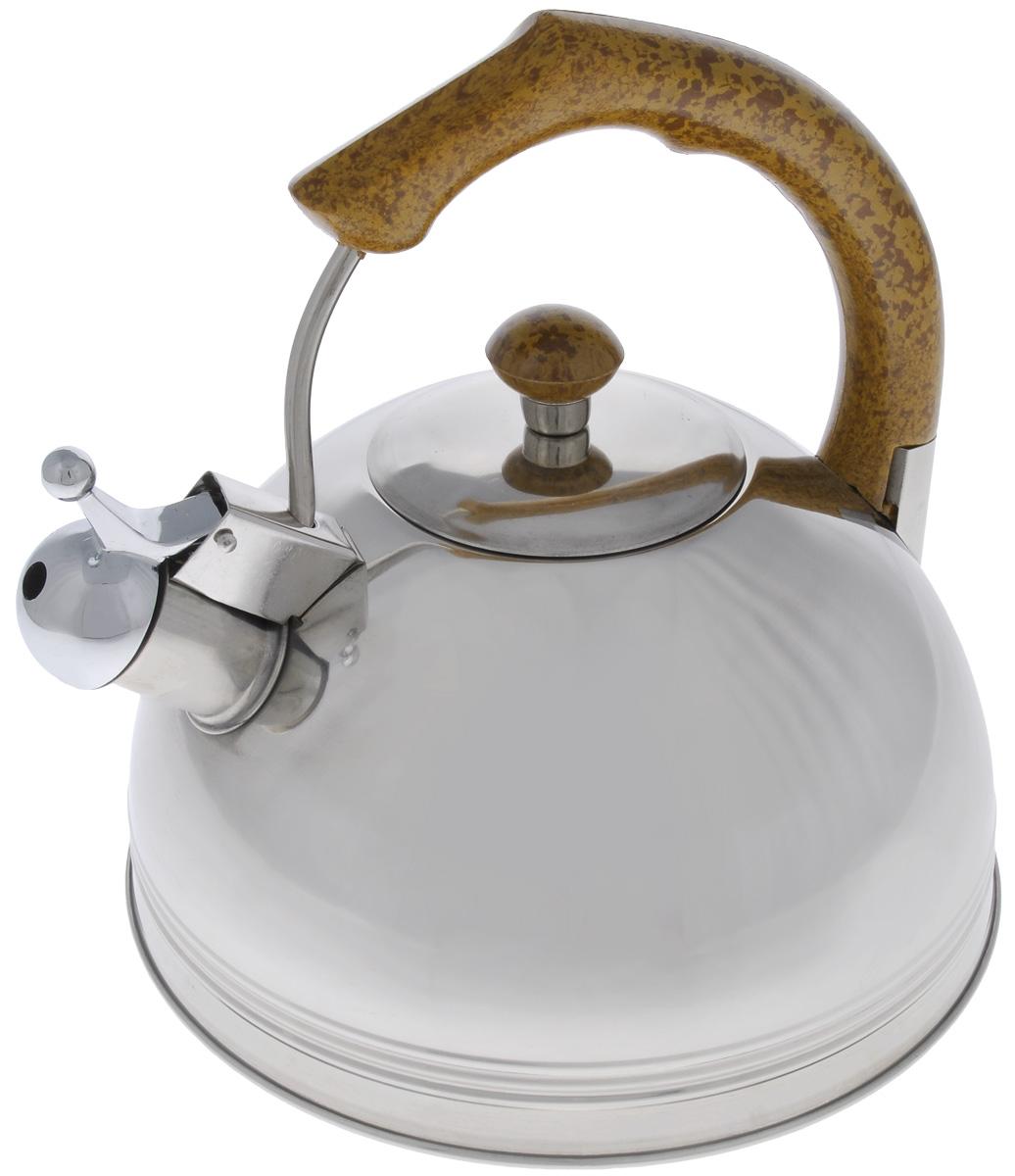 Чайник Mayer & Boch, со свистком, 2,5 л. 60886088Чайник Mayer & Boch выполнен из высококачественной нержавеющей стали, что делает его весьма гигиеничным и устойчивым к износу при длительном использовании. Капсулированное дно с прослойкой из алюминия обеспечивает наилучшее распределение тепла. Носик чайника оснащен насадкой-свистком, что позволит вам контролировать процесс подогрева или кипячения воды. Фиксированная ручка, изготовленная из бакелита в цвет дерева, делает использование чайника очень удобным и безопасным. Поверхность чайника гладкая, что облегчает уход за ним. Эстетичный и функциональный, с эксклюзивным дизайном, чайник будет оригинально смотреться в любом интерьере. Подходит для всех типов плит, кроме индукционных. Можно мыть в посудомоечной машине. Высота чайника (без учета ручки и крышки): 8,5 см. Высота чайника (с учетом ручки и крышки): 21 см. Диаметр чайника (по верхнему краю): 11,5 см.