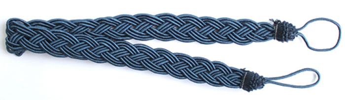Подхват для штор Goodliving Коса, цвет: синий (22), длина 62 см, 2 шт. 77117417711741_22 синийПодхват для штор Goodliving Коса представляет собой плотный узор, плетеный в виде косы. Изделие оснащено петлями для фиксации штор, гардин и портьер. Подхват - это основной вид фурнитуры в декоре штор, сочетающий в себе не только декоративную функцию, но и практическую - регулировать поток света. Такой аксессуар способен украсить любую комнату. Длина подхвата (с учетом петель): 62 см. Ширина подхвата: 2,5 см.