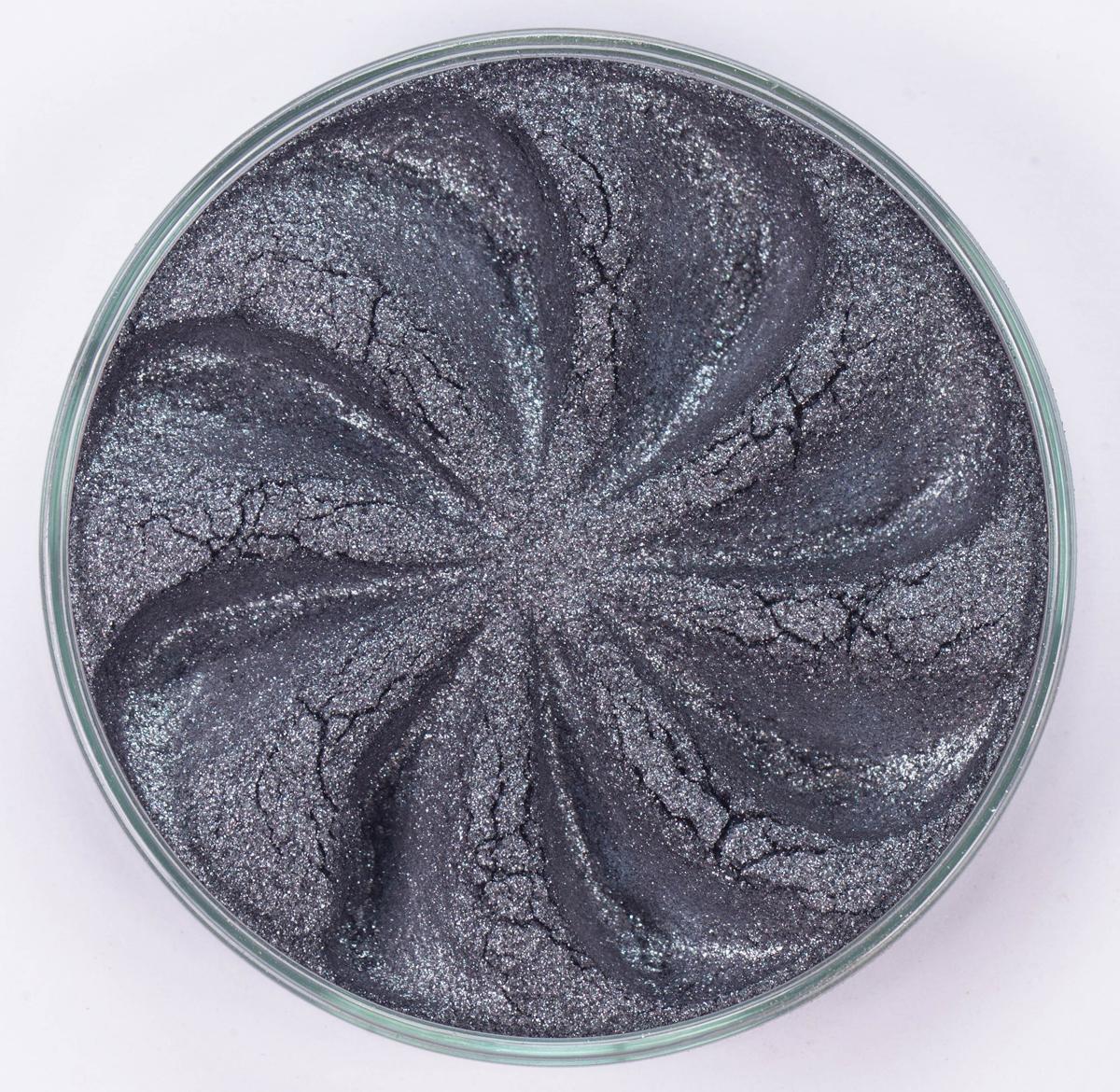 Era Minerals Минеральные Тени для век Luster тон L04 (серый с блесткам), 4 млEYL04Тени для век обеспечивают комплексное покрытие, своим сиянием напоминающее как глубину, так и лучезарный блеск драгоценного камня. Текстура теней содержит в себе цвет-основу с содержанием крошечных мерцающих частиц, превосходно сочетающихся с основным цветом. Сильные и яркие минеральные пигменты Можно наносить как влажным, так и сухим способом Без отдушек и содержания масел, для всех типов кожи Дерматологически протестировано, не аллергенно Не тестировано на животных Вес нетто 1г (стандартный размер)