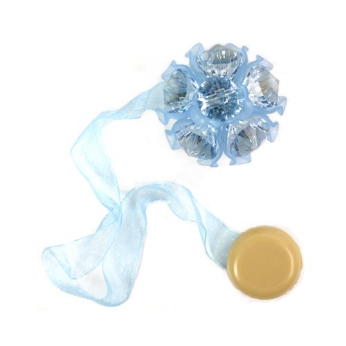 Клипса-магнит для штор Астра, цвет: голубой, 2 шт7713413_8099 голубойКлипса-магнит Астра, изготовленная из акрила и текстиля, предназначена для придания формы шторам. Изделие представляет собой два магнита, расположенные на разных концах текстильной ленты. Один из магнитов оформлен декоративным цветком. С помощью такой магнитной клипсы можно зафиксировать портьеры, придать им требуемое положение, сделать складки симметричными или приблизить портьеры, скрепить их. Клипсы для штор являются универсальным изделием, которое превосходно подойдет как для штор в детской комнате, так и для штор в гостиной. Следует отметить, что клипсы для штор выполняют не только практическую функцию, но также являются одной из основных деталей декора этого изделия, которая придает шторам восхитительный, стильный внешний вид. Диаметр декоративного цветка: 4,5 см. Диаметр магнита: 2 см. Длина ленты: 27 см.