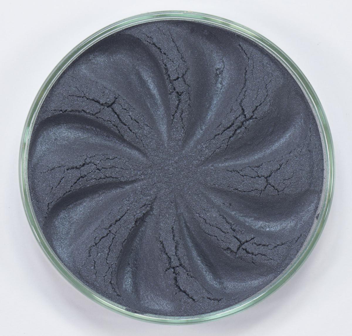 Era Minerals Минеральные Тени для век Pearl тон P08 (маренго), 4 млEYP08Тени для век обеспечивают комплексное покрытие, своим сиянием напоминающее как глубину, так и лучезарный блеск драгоценного камня. Текстура теней содержит в себе цвет-основу с содержанием крошечных мерцающих частиц, превосходно сочетающихся с основным цветом. Сильные и яркие минеральные пигменты Можно наносить как влажным, так и сухим способом Без отдушек и содержания масел, для всех типов кожи Дерматологически протестировано, не аллергенно Не тестировано на животных Вес нетто 1г (стандартный размер)