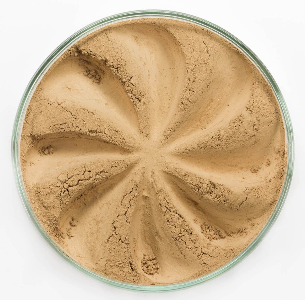 Era Minerals Минеральная Тональная основа Velvet тон 226, 16,5 млFN226Основа Velvet подходит для нормальной и склонной к сухости кожи, обеспечивает легкое или умеренное покрытие с матирующим эффектом. Без отдушек и масел, для всех типов кожи Водостойкое, долгосрочное покрытие Широкий спектр фильтров UVB/UVA, протестированных при SPF 30+ Некомедогенно, не блокирует поры Дерматологически протестировано, не аллергенно Антибактериальные ингредиенты, помогает успокоить раздраженную кожу Состоит из неактивных минералов, не способствует развитию бактерий Не тестировано на животных Вес нетто 7г (стандартный размер)