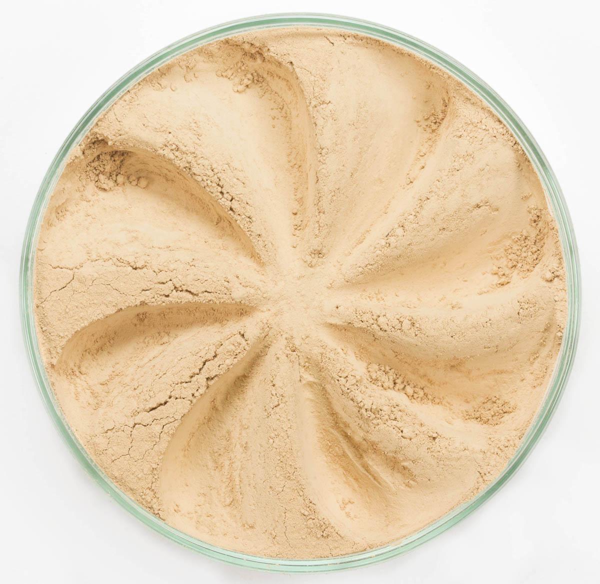 Era Minerals Минеральная Тональная основа Velvet тон 234, 16,5 млFN234Основа Velvet подходит для нормальной и склонной к сухости кожи, обеспечивает легкое или умеренное покрытие с матирующим эффектом. Без отдушек и масел, для всех типов кожи Водостойкое, долгосрочное покрытие Широкий спектр фильтров UVB/UVA, протестированных при SPF 30+ Некомедогенно, не блокирует поры Дерматологически протестировано, не аллергенно Антибактериальные ингредиенты, помогает успокоить раздраженную кожу Состоит из неактивных минералов, не способствует развитию бактерий Не тестировано на животных Вес нетто 7г (стандартный размер)