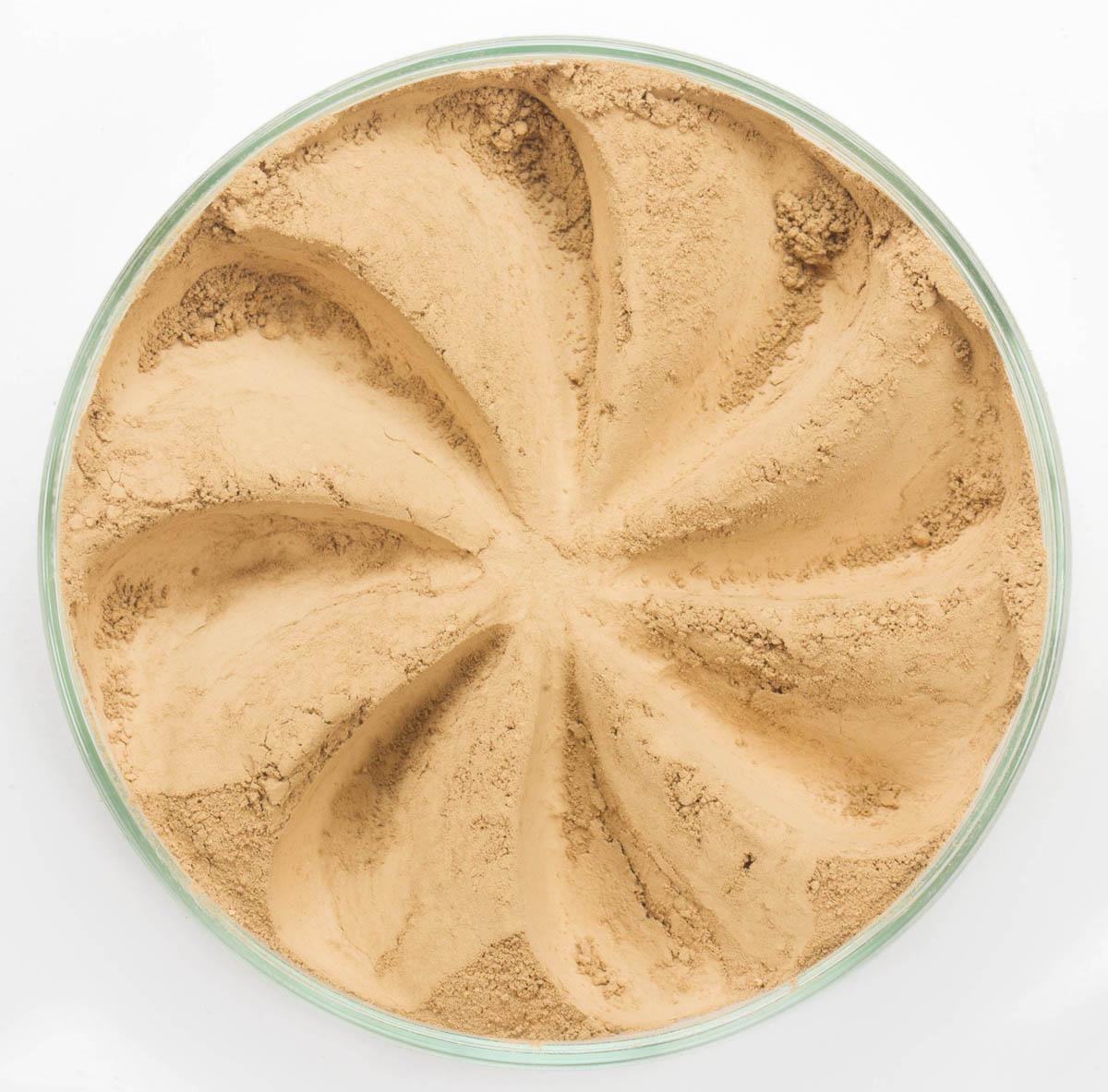 Era Minerals Минеральная Тональная основа Flawless тон 336, 16,5 млFN336Основа Flawless предназначена для нормальной и склонной к жирности кожи. Обеспечивает умеренное покрытие с матирующим эффектом. Без отдушек и масел, для всех типов кожи Водостойкое, долгосрочное покрытие Широкий спектр фильтров UVB/UVA, протестированных при SPF 30+ Некомедогенно, не блокирует поры Дерматологически протестировано, не аллергенно Антибактериальные ингредиенты, помогает успокоить раздраженную кожу Состоит из неактивных минералов, не способствует развитию бактерий Не тестировано на животных Вес нетто 7г (стандартный размер)