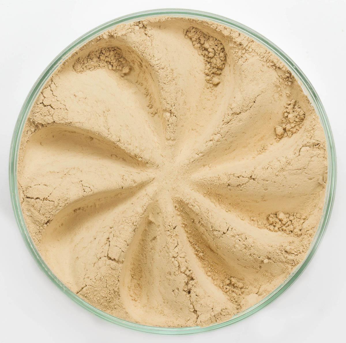 Era Minerals Минеральная Тональная основа Flawless тон 344, 16,5 млFN344Основа Flawless предназначена для нормальной и склонной к жирности кожи. Обеспечивает умеренное покрытие с матирующим эффектом. Без отдушек и масел, для всех типов кожи Водостойкое, долгосрочное покрытие Широкий спектр фильтров UVB/UVA, протестированных при SPF 30+ Некомедогенно, не блокирует поры Дерматологически протестировано, не аллергенно Антибактериальные ингредиенты, помогает успокоить раздраженную кожу Состоит из неактивных минералов, не способствует развитию бактерий Не тестировано на животных Вес нетто 7г (стандартный размер)