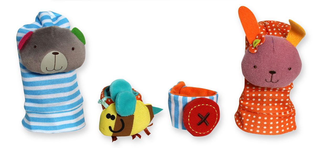 Bobby & Friends Развивающий набор Гремящие носочки и шуршащие браслетикиТ57140Набор Bobby & Friends просто создан для того, чтобы быть самым первым развивающим набором в коллекции малыша. Набор включает 2 детских носочка с мягкой игрушкой-погремушкой и 2 текстильных браслетика на липучках, которые можно надевать на запястья малыша. Внутри одного браслетика спрятана пищалка, а другой - забавно шуршит, если его потрогать. Все предметы изготовлены из ярких разноцветных материалов, они очень мягкие и приятные на ощупь. В изготовлении набора использовались высококачественные разнофактурные ткани и мягкие наполнители. Все материалы гипоаллергенны и абсолютно безопасны для малыша. Набор Гремящие носочки и шуршащие браслетики будет развивать моторику, визуальное восприятие и звуковые ассоциации вашего ребенка. Дизайн игрушек разработан в Нидерландах.