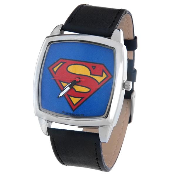 Часы наручные мужские Mitya Veselkov Супермен, цвет: серебряный, черный, синий, красный. CH-12CH-12Оригинальные мужские часы Mitya Veselkov Супермен выполнены из металлического сплава, натуральной кожи и минерального стекла. Циферблат изделия оформлен изображением символа супергероя. Корпус часов оснащен японским кварцевым механизмом, а также дополнен минеральным стеклом и имеет степень влагозащиты равную 3 atm. Ремешок дополнен практичной пряжкой, которая позволит моментально снимать и одевать часы без лишних усилий. Часы поставляются в фирменном стакане. Часы Mitya Veselkov подчеркнут отменное чувство стиля у их обладателя.