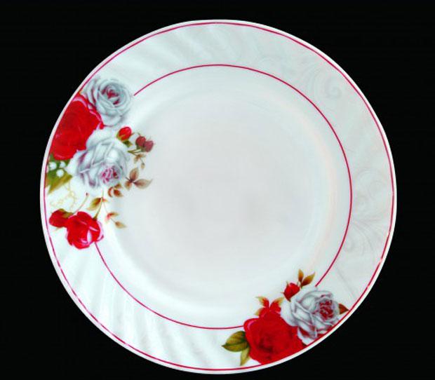 Тарелка обеденная Chinbull Классик, диаметр 23 смHP-90/6627Обеденная тарелка Chinbull Классик, изготовленная из высококачественной стеклокерамики, украшена ярким цветочным рисунком. Изящный дизайн придется по вкусу и ценителям классики, и тем, кто предпочитает утонченность. Тарелка Chinbull Классик идеально подойдет для сервировки стола и станет отличным подарком к любому празднику. Диаметр (по верхнему краю): 23 см.
