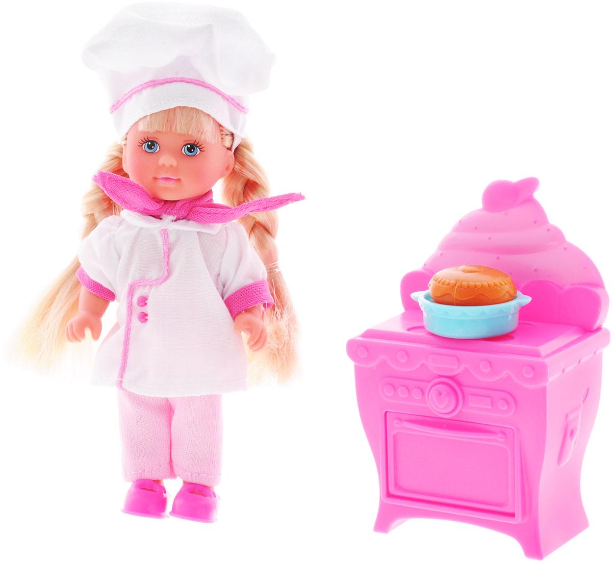 Simba Игровой набор с куклой Еви печет торт5733078Игровой набор с куклой Еви печет торт порадует любую девочку и надолго увлечет ее. Малышка Еви одета, как настоящий пекарь - на ней белый халатик, розовые брючки и большой поварской колпак. На шее повязан розовый платочек, а на ножках - розовые ботиночки. Волосы Еви заплетены в две толстые косы. Вашей дочурке непременно понравится заплетать длинные белокурые волосы куклы, придумывая разнообразные прически. В наборе с куколкой имеется плита с духовкой и готовый тортик на тарелке. Руки, ноги и голова куклы подвижны, благодаря чему ей можно придавать разнообразные позы. Игры с куклой способствуют эмоциональному развитию, помогают формировать воображение и художественный вкус, а также разовьют в вашей малышке чувство ответственности и заботы. Великолепное качество исполнения делают эту куколку чудесным подарком к любому празднику.