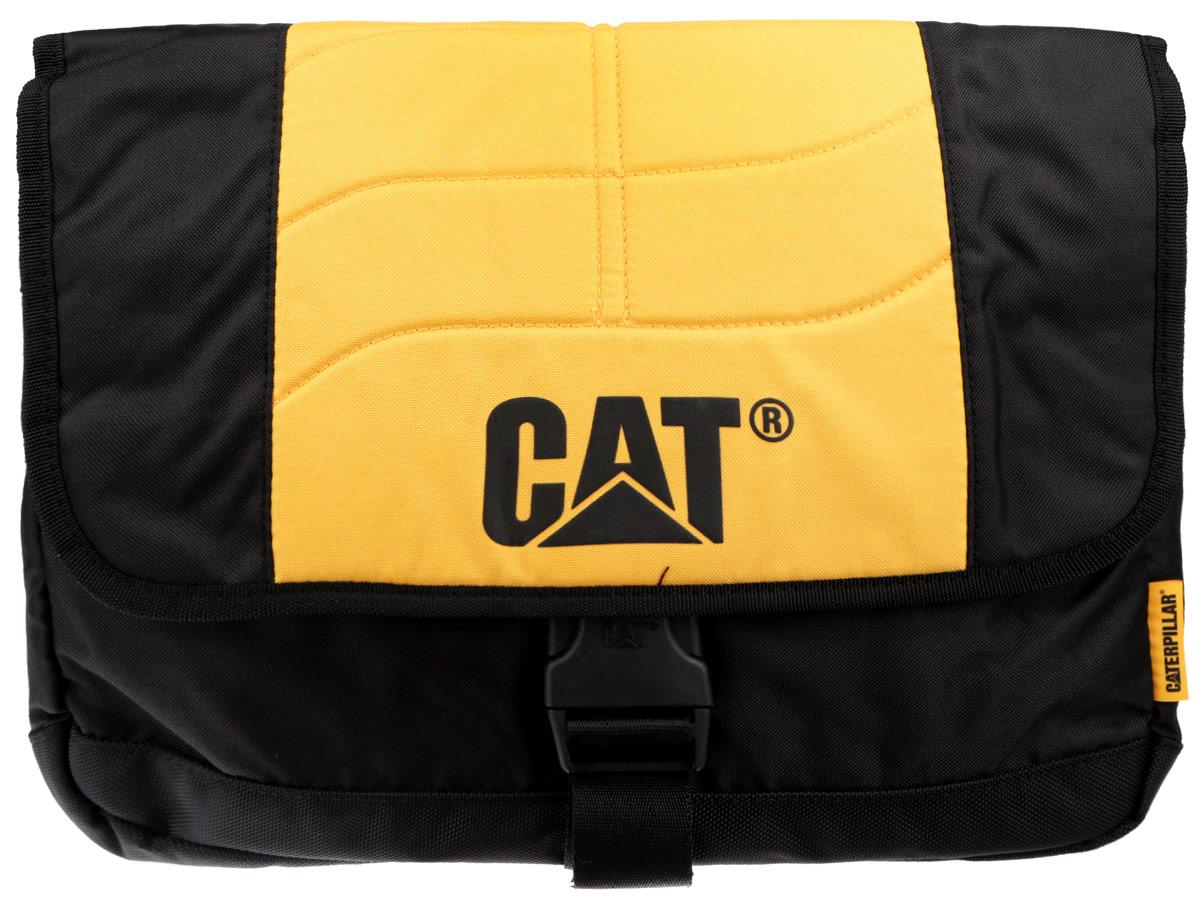 Сумка на плечо Caterpillar Caine, цвет: черный, желтый, 10 л83111-12Стильная сумка Caterpillar Caine выполнена из полиэстера. Изделие имеет одно основное отделение, закрывающееся на застежку-молнию. Внутри имеется мягкий карман для ноутбука (15,6), закрывающийся на хлястик с липучкой. Закрывается изделие на клапан с липучками и дополнительно на пластиковую защелку с регулируемым ремешком. Снаружи, на передней стенке под клапаном находится прорезной карман на застежке-молнии, внутри которого предусмотрен прорезной карман на застежке-молнии, сетчатый карман на резинке, два держателя для авторучек и текстильный ремешок с карабином для ключей. Сумка оснащена текстильным плечевым ремнем, который регулируется по длине, и удобной ручкой. Стильная сумка Caterpillar Caine станет незаменимой в повседневной жизни.