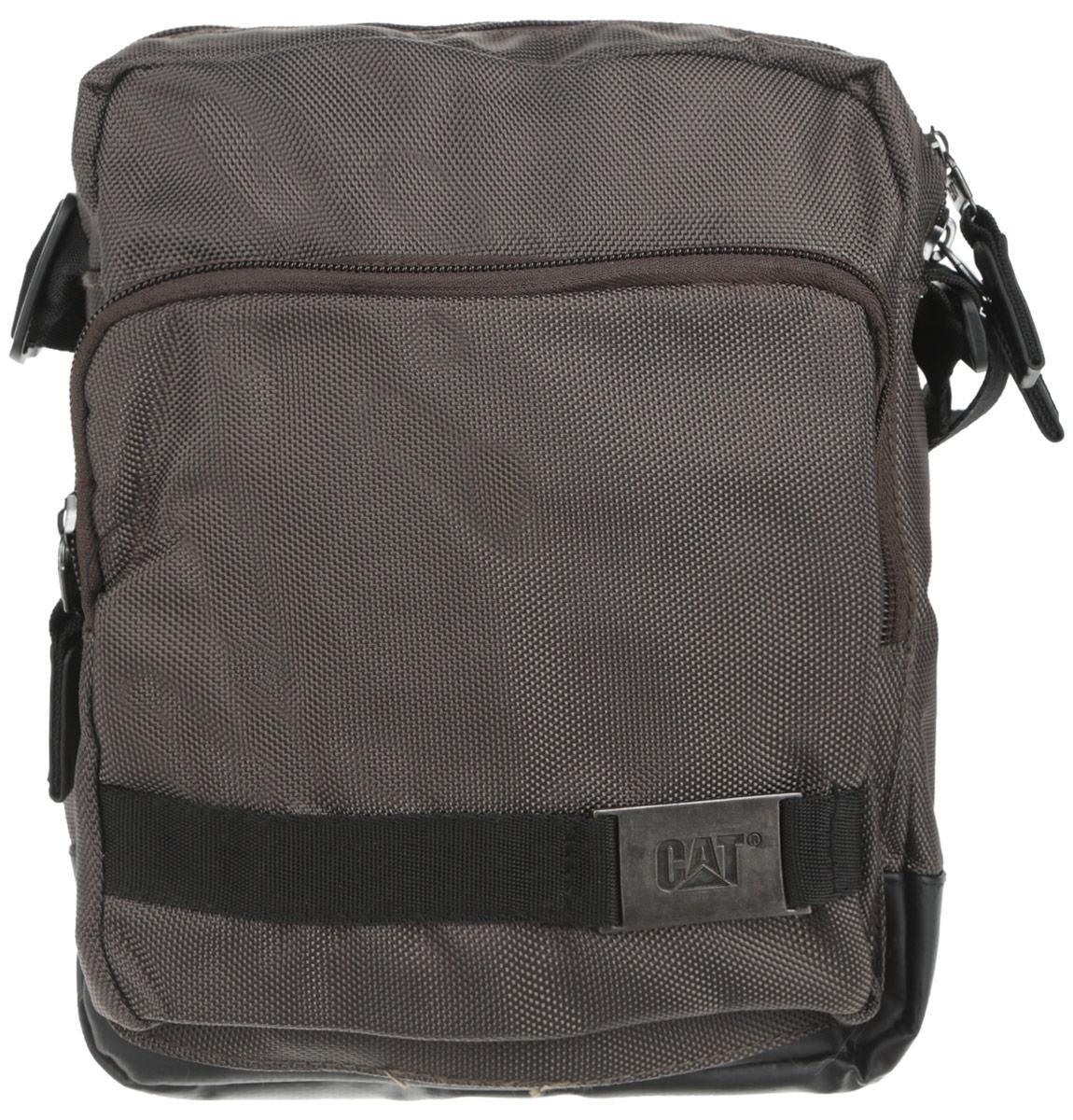 Сумка-планшет Caterpillar Pin, цвет: зелено-серый, черный, 3 л83106-168Стильная сумка-планшет Caterpillar Pin выполнена из полиэстера и ПВХ. Изделие имеет одно основное отделение, закрывающееся на застежку-молнию. Внутри имеется мягкий карман для планшета, который закрывается на хлястик с липучкой. Снаружи, на передней стенке находится накладной карман на застежке-молнии, внутри которого находится открытый накладной карман, два держателя для авторучек и текстильный ремешок с карабином для ключей. Сумка оснащена регулируемым текстильным плечевым ремнем и удобной ручкой. Стильная сумка-планшет Caterpillar Pin эффектно дополнит ваш образ и станет незаменимой в повседневной жизни.