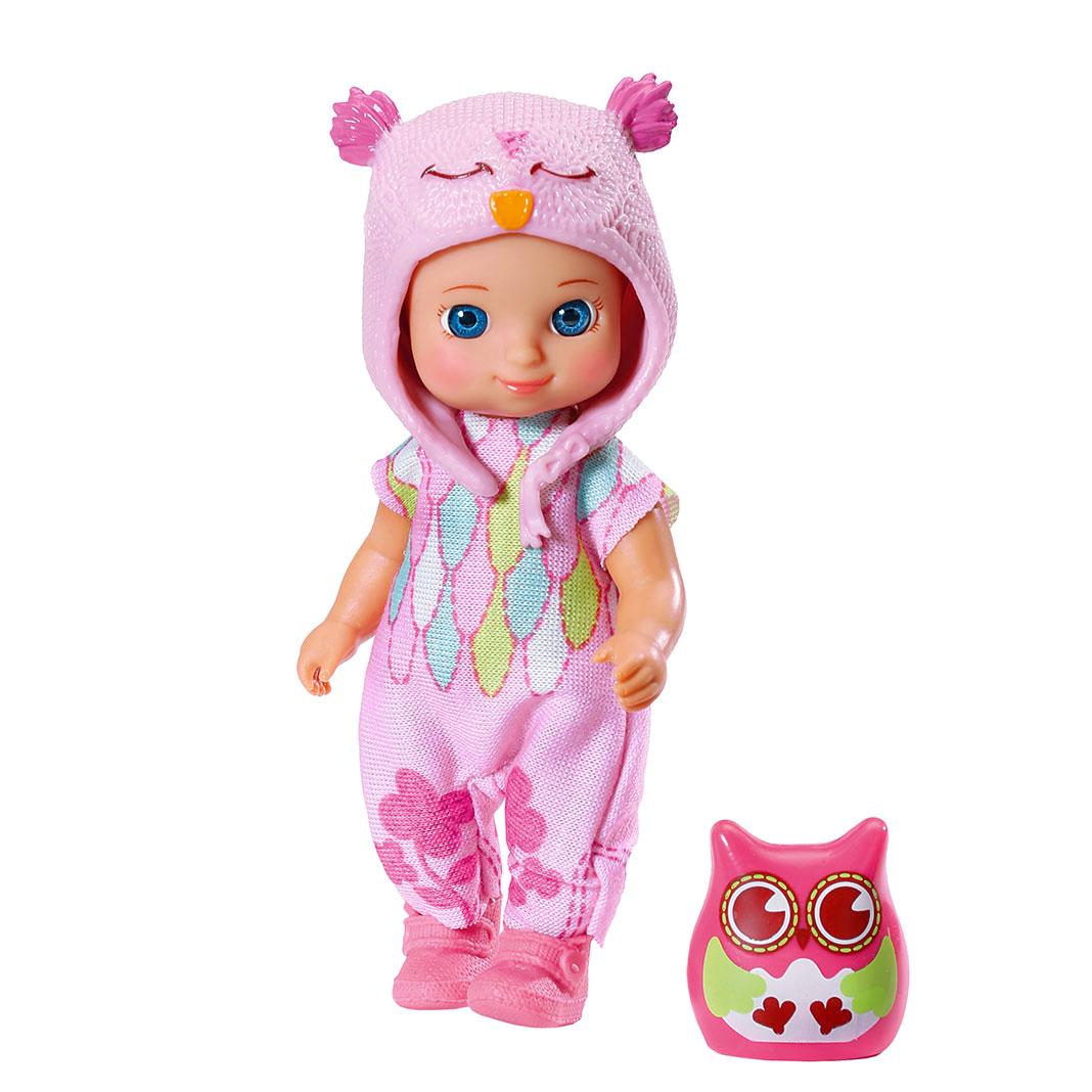 Chou Chou Мини-кукла Холли920-060Мини-кукла Холли займет внимание вашей малышки и подарит ей множество счастливых мгновений. Кукла изготовлена из пластика, ее голова, ручки и ножки подвижны. Куколка одета в розовый комбинезончик, ботиночки и розовую шапку в виде совы. В комплект входит очаровательный питомец-сова, которая живет с Холли в волшебном мире сновидений и сказок. Благодаря играм с куклой, ваша малышка сможет развить фантазию и любознательность, овладеть навыками общения и научиться ответственности, а дополнительные аксессуары сделают игру еще увлекательнее. Порадуйте свою принцессу таким прекрасным подарком!