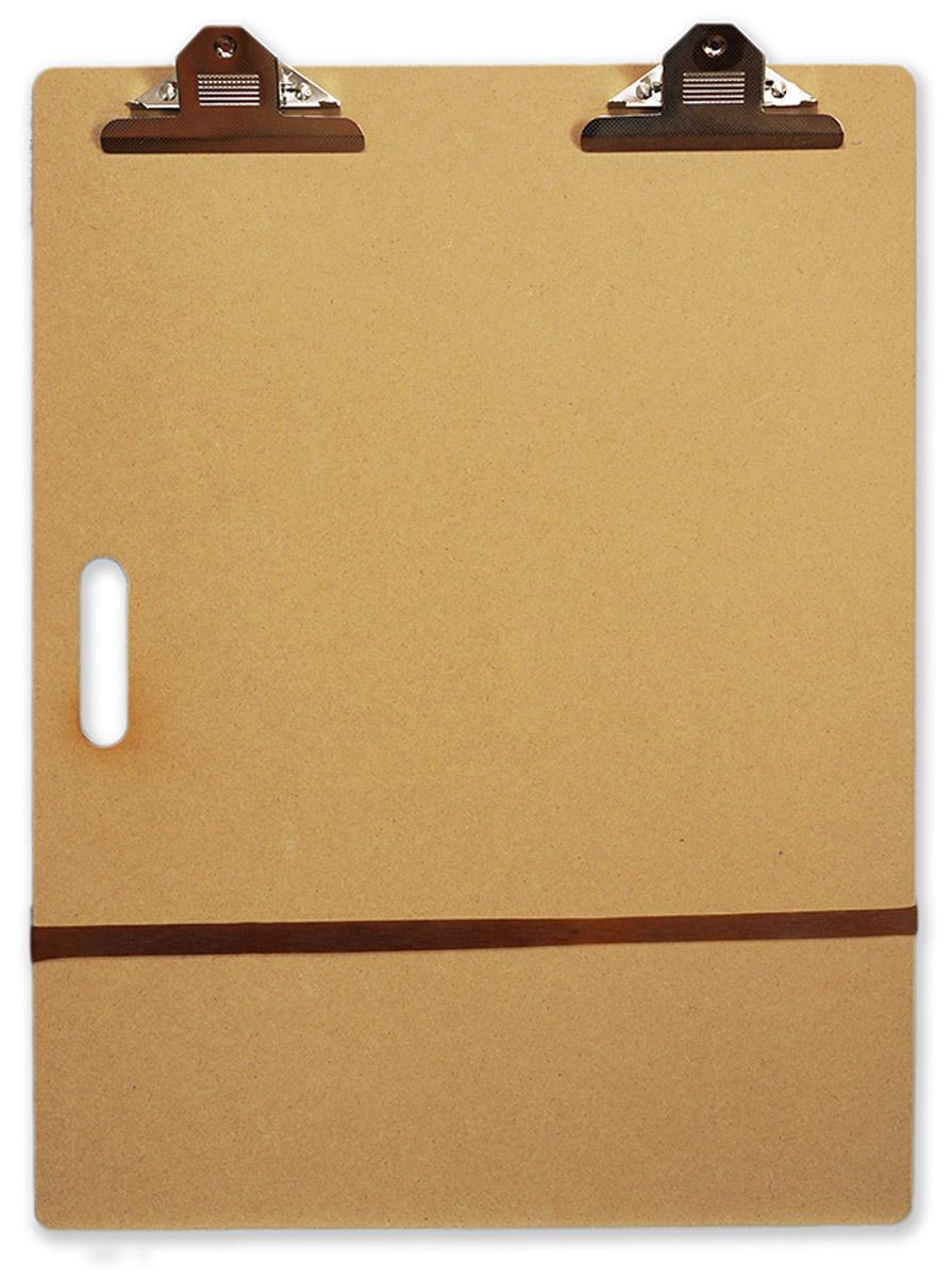Малевичъ Планшетная доска с зажимом формат А2195102Планшет с зажимом (клипборд) - незаменимое приспособление для эскизов на бумаге и картоне. Особенно понравится он студентам творческих специальностей и художникам, любящим делать наброски на пленэре. Подходит для любых графических материалов, имеет встроенные зажимы для бумаги и ручку для переноски. Большой формат А2 позволяет делать рисунки любого размера или закреплять на планшете несколько листов бумаги одновременно. Изготовленный из экологически чистого материала, МДФ (оргалита), легкий и практичный планшет Малевичъ - настоящая находка для любителей эскизов и выездов на пленэр. Планшет оснащен двумя большими зажимами для бумаги, надежно удерживающими ее даже при сильном ветре. Небольшая толщина планшета позволяет также дополнительно закреплять лист необходимым количеством зажимов. Гладкая поверхность подходит для работы с самой тонкой бумагой и гарантирует легкое скольжение карандашей, перьев или мелков. Планшет Малевичъ: • прочный и легкий ...