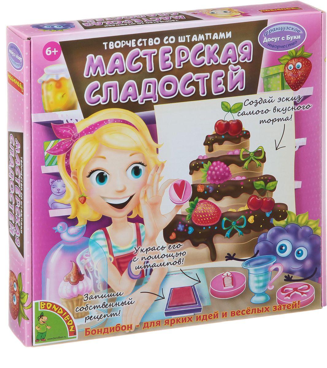 Bondibon Творчество со штампами Мастерская сладостейВВ1331Набор творчества со штампами Мастерская сладостей – это замечательная игра для настоящих кулинаров! В наборе ты найдешь все необходимое, чтобы почувствовать себя профессионалом своего дела, и создать сладкий и красивый торт мечты. В наборе есть заготовки с предполагаемыми вариантами торта – формой, количества ярусов и состава. Создай уникальный торт, который еще никто не готовил до тебя! Используя штампы, ты украсишь свой торт ягодами, фруктами и сладостями. На специальных игровых полях есть место для записи рецепта, и ты сможешь даже создать свою собственную кулинарную книгу! Изобретай, готовь, делись рецептами с подругами! А вместе с мамой ты можешь попробовать испечь настоящий торт по придуманному рецепту!