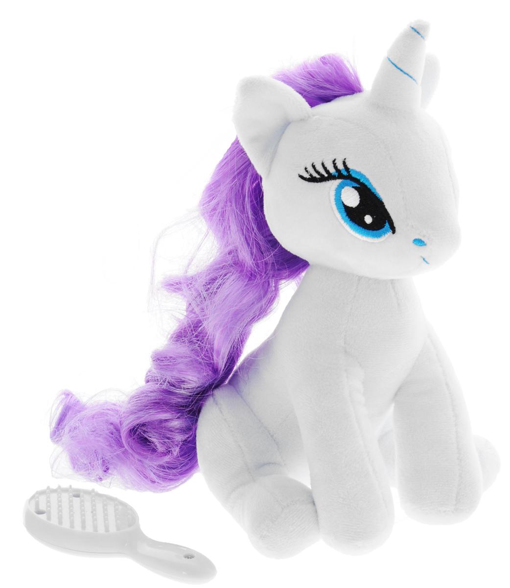 My Little Pony Мягкая игрушка Пони Rarity с волшебной расческой 20 см2098057_фиолетовыйМягкая игрушка My Little Pony Пони Rarity с волшебной расческой, выполненная в виде пони Рарити с фиолетовой гривой, порадует вашу малышку и доставит ей много удовольствия от часов, посвященных игре с ней. Игрушка изготовлена из гипаллерегенной ткани, очень приятной на ощупь. У пони роскошная грива, которую можно расчесывать. Для этого в наборе имеется расческа. Как только вы начнете ее причесывать - она засветятся от счастья! Играя с пони, ребенок развивает мелкую моторику, свое воображение и фантазию, усидчивость. Порадуйте свою малышку таким подарком.