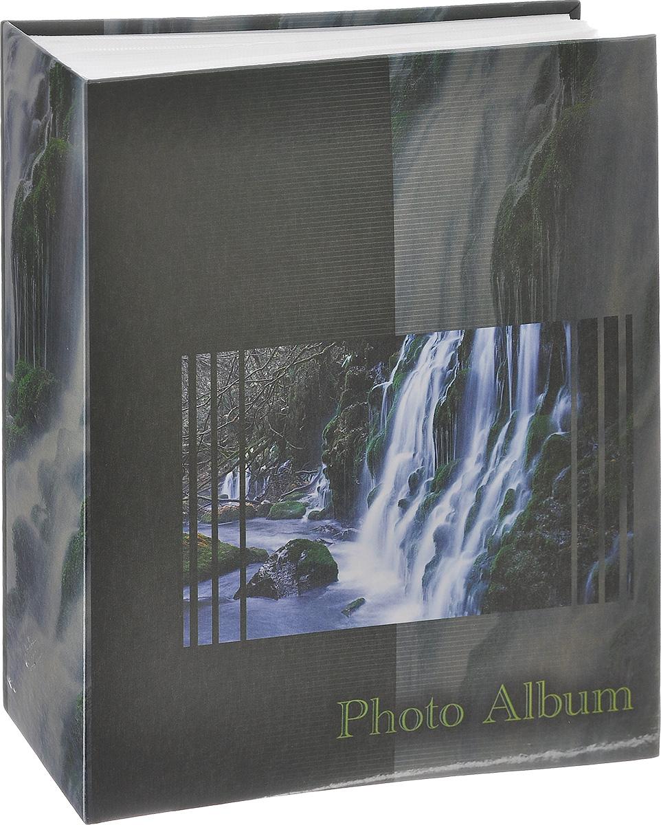 Фотоальбом Big Dog Waterfalls, цвет: темно-зеленый, 200 фотографий, 10 см х 15 см. 1113411134 AV46200_тем. зеленый с желтымФотоальбом Big Dog Waterfalls поможет красиво оформить ваши фотографии. Обложка выполнена из толстого картона. Внутри содержится блок из 50 листов с фиксаторами-окошками из полипропилена. Альбом рассчитан на 200 фотографий формата 10 см х 15 см (по 2 фотографии на странице). Нам всегда так приятно вспоминать о самых счастливых моментах жизни, запечатленных на фотографиях. Поэтому фотоальбом является универсальным подарком к любому празднику. Количество листов: 50.
