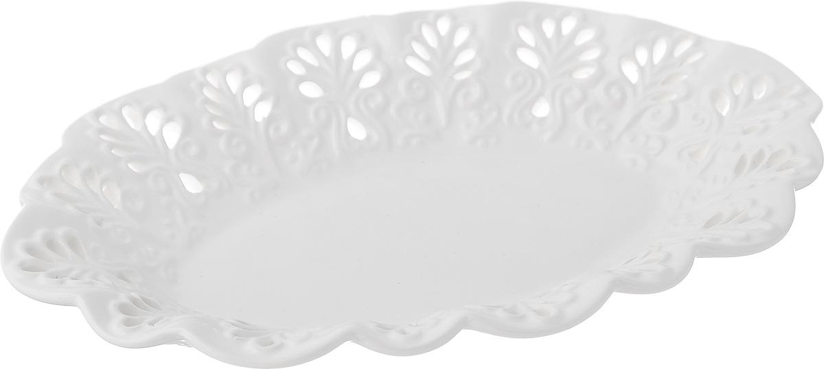 Блюдо Mayer & Boch Ажур, цвет: белый, 25 см х 16,5 см х 4 см23805Блюдо Mayer & Boch Ажур, изготовленное из высококачественного доломита, украшено оригинальным ажурным узором. Стильная форма и интересное исполнение идеально впишутся в любой стиль, а универсальный белый цвет подойдет к любой мебели. Такое блюдо принесет новизну в вашу кухню и приятно порадует глаз. Размер (по верхнему краю): 25 см х 16,5 см. Высота: 4 см.
