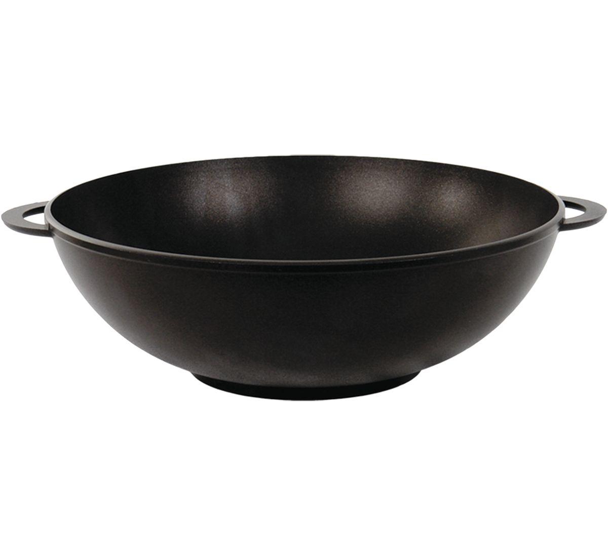 Сковорода-вок Биол, с антипригарным покрытием. Диаметр 28 см2803ПСковорода-вок Биол изготовлена из пищевого алюминиевого сплава с антипригарным эко-покрытием Greblon. Утолщенное дно такой посуды быстро и равномерно распределяет тепло, дно посуды проточено до зеркального блеска. Сковорода устойчива к появлению царапин, благодаря верхнему слою с усиленными керамическими частицами. При нагревании не выделяет токсичных веществ. Подходит для газовой, электрической и стеклокерамической плиты. Не подходит для индукционной. Можно мыть в посудомоечной машине. Диаметр (по верхнему краю): 28 см. Высота стенки: 10 см. Ширина (с учетом ручек): 34 см.