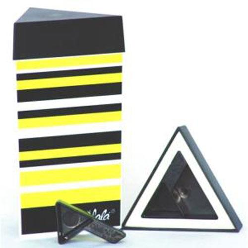 Контейнер для хранения Olala, цвет: черный, желтый, белый, 300 мл522Треугольный контейнер Olala предназначен специально для хранения пищевых продуктов. Он выполнен из высококачественного пластика. Крышка легко и плотно закрывается. Контейнер устойчив к воздействию масел и жиров, легко моется. В комплекте прилагается мерная ложечка. Объем контейнера: 300 мл. Размер контейнера: 9 см х 9 см х 16 см.