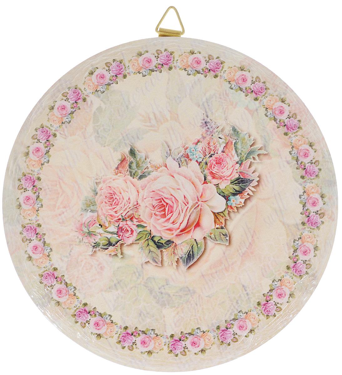 Подставка под горячее GiftnHome Фамильная Роза, диаметр 16 смR16-РозаКруглая подставка под горячее GiftnHome Фамильная Роза выполнена из высококачественной керамики. Изделие, украшенное изящным цветочным изображением, идеально впишется в интерьер современной кухни. Специальное пробковое основание подставки защитит вашу мебель от царапин. Подставка имеет металлическую петельку, за которую ее можно повесить в любое удобное место. Изделие не боится высоких температур и легко чистится от пятен и жира. Каждая хозяйка знает, что подставка под горячее - это незаменимый и очень полезный аксессуар на каждой кухне. Ваш стол будет не только украшен оригинальной подставкой с красивым рисунком, но и сбережен от воздействия высоких температур ваших кулинарных шедевров. Нельзя мыть в посудомоечной машине.
