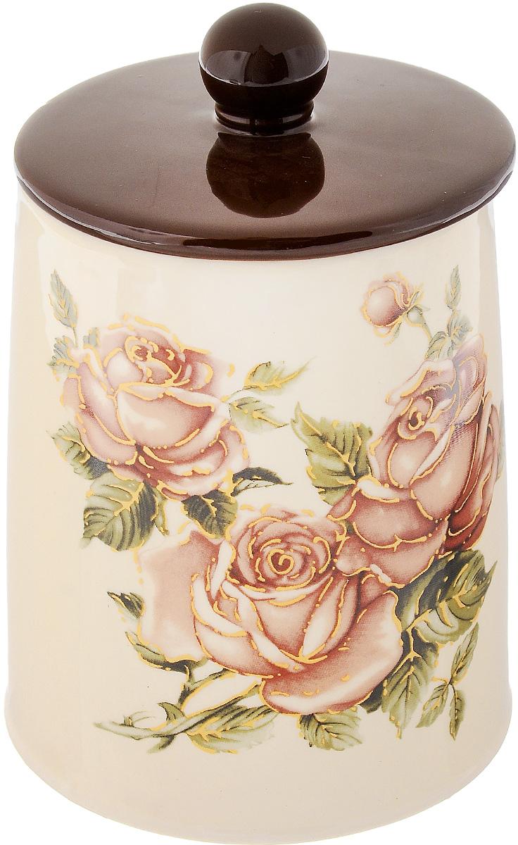 Банка для сыпучих продуктов Loraine Розы, с крышкой, 640 мл21681Банка для сыпучих продуктов Loraine Розы изготовлена из прочной керамики высокого качества. Изделие оформлено красочным изображением цветов. Гладкая и ровная поверхность обеспечивает легкую очистку. Банка прекрасно подойдет для хранения различных сыпучих продуктов: специй, чая, кофе, сахара, круп и многого другого. Крышка плотно прилегает к стенкам емкости. Можно использовать в микроволновой печи, в холодильнике и посудомоечной машине. Диаметр банки (по верхнему краю): 8 см. Диаметр основания: 10,5 см. Высота стенки: 12,5 см.